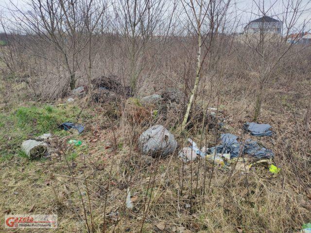 dzikie wysypisko śmieci w Mosinie