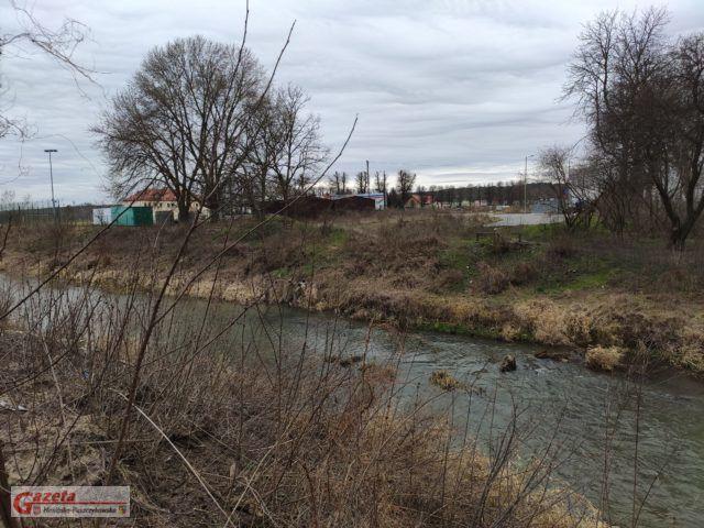 ul. Łazienna - w miejscu tym planowana jest budowa mostu, mieszkańcy ulicy nie popierają tej inwestycji