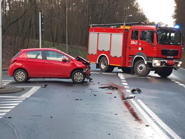wypadek w Puszczykowie (skrzyżowanie ulic Wysokiej i Poznańskiej)