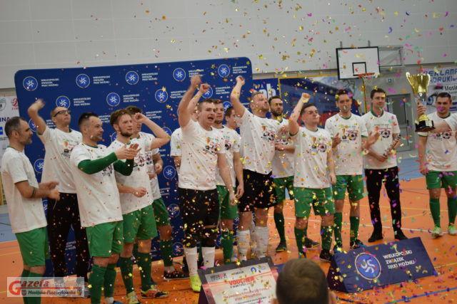 Radość zawodników po zdobyciu mistrzostwa II ligi w futsalu