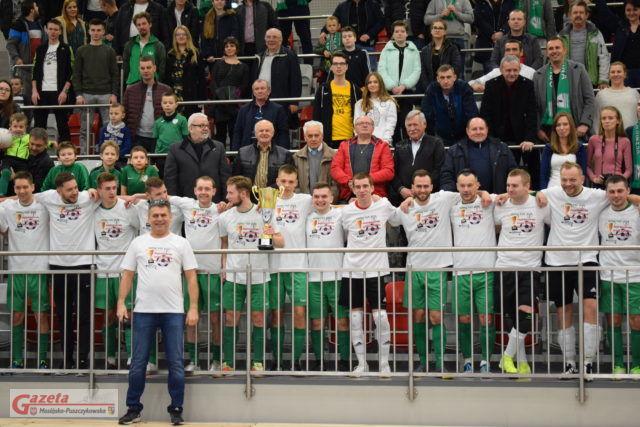 Piłkarze razem z kibicami celebrowali zwycięstwo ligi