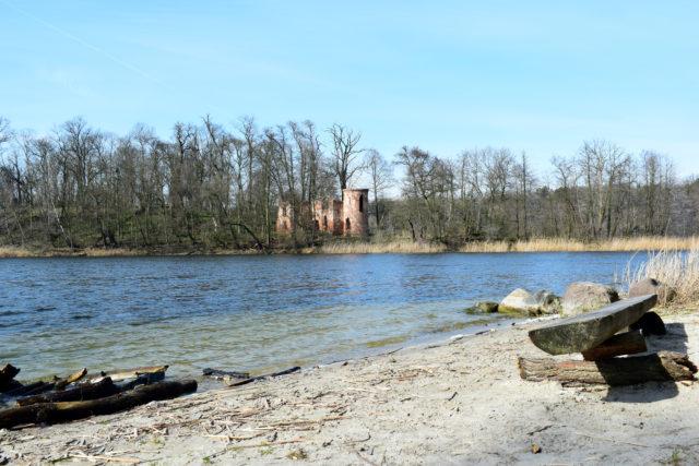 Ruiny zamku Klaudyny Potockiej nad jeziorem Góreckim - Wielkopolski Park Narodowy WPN