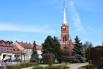 Czempiń - widok na kościół i rynek