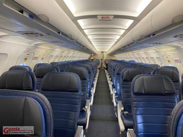 Prawie pusty samolot w USA.