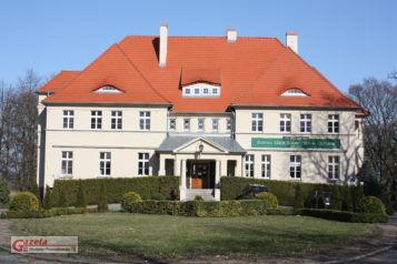 Zespół Szkół Roliczych w Grzybnie