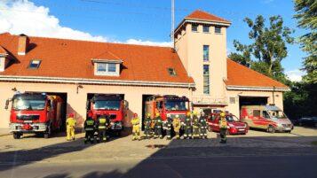 Rezmiza strażacka - straż pożarna - budynek, strażacy