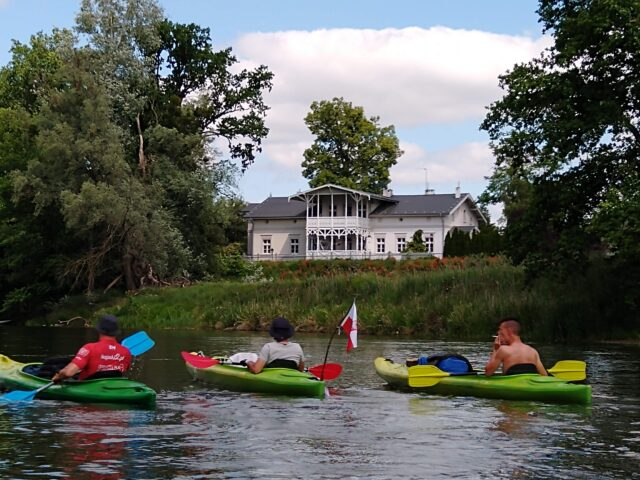Zabytkowa posiadłość nad rzeką Wartą