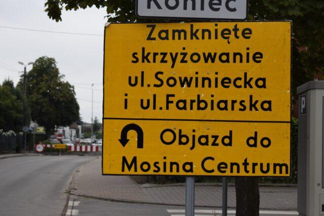 Zamknięte skrzyżowanie Sowiniecka i Farbiarska