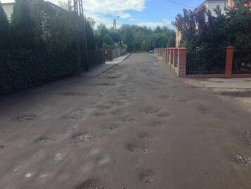 ulica Łazienna w Mosinie - dziury