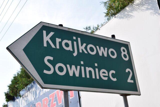 Krajkowo, Sowiniec - tablica zielona umiejscowiona w Mosinie