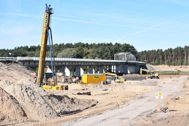 Budowa mostu w Rogalinku
