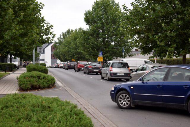 korki na ulicy Dworcowej w Mosinie