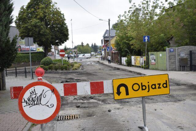Zamknięta ulica Farbiarska przed rondem pinezka