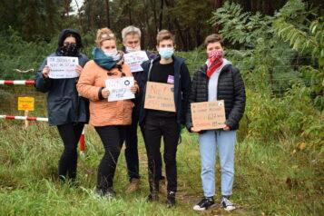 Protest mieszkańców przeciwko wycince w parku Strzelnica