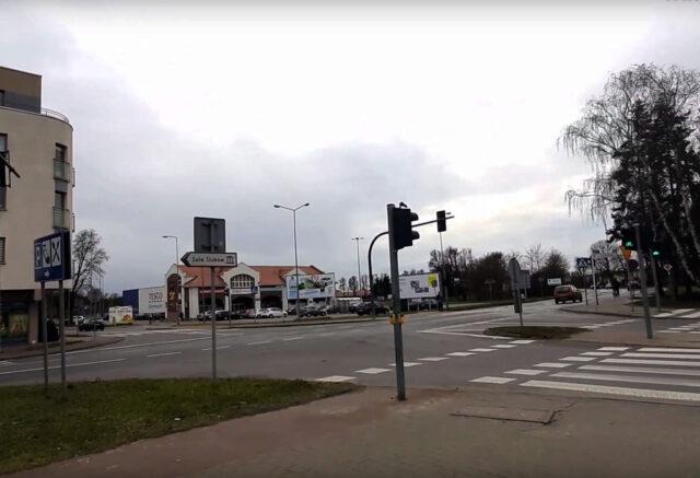 Skrzyżowanie ulicy Budzyńskiej z ulicą Konopnicką