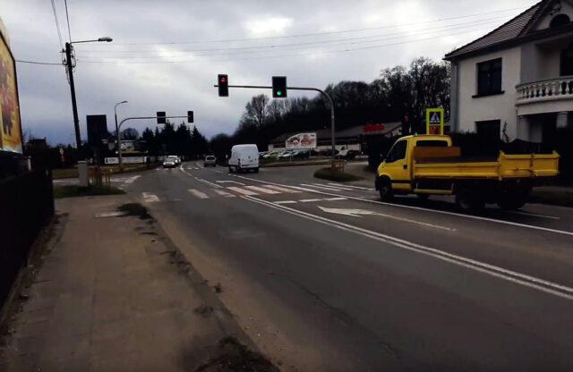 Skrzyżowanie ulicy Poniatowskiego i Szosy Poznańskiej w Mosinie (przy markecie Dino)