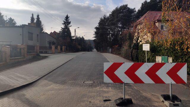 Ulica Świerkowa w Mosinie - widok z ulicy Wodnej