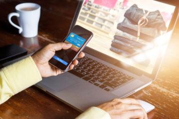 handel online - laptop i smartfon