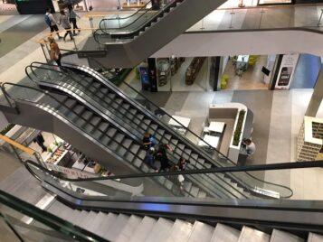 Galeria handlowa - schody ruchme