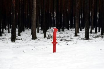 Hydrant w lesie - wodociąg w Pecnej