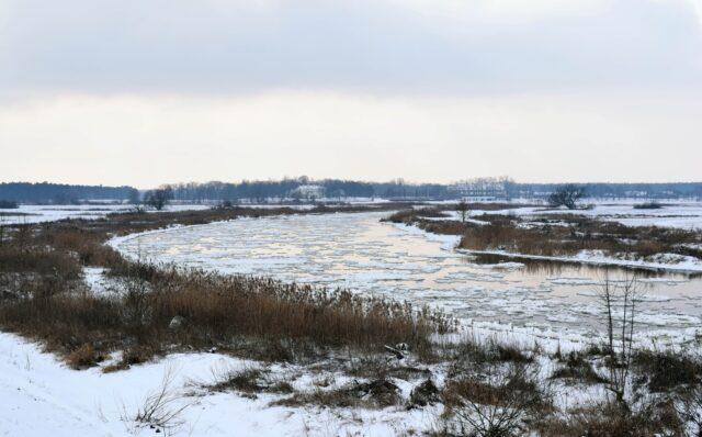 Kra na Warcie - rzeka Warta zimą