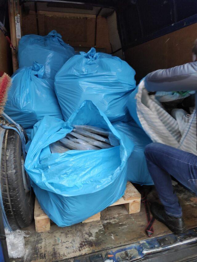 Narkotyki były ukryte w workach kontenerowych z ogórkami fot. Policja