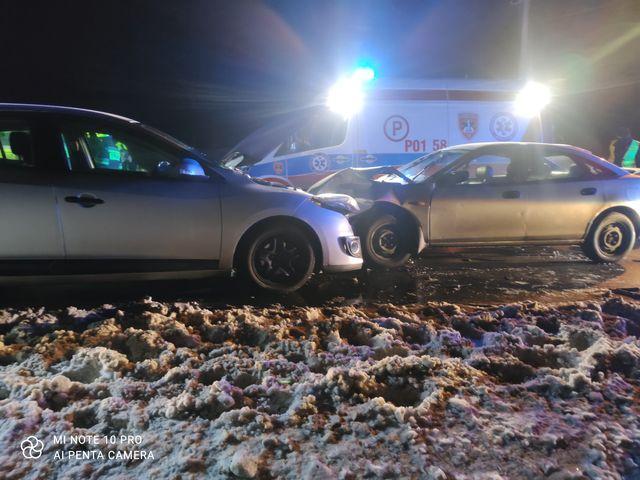 Wypadek dwóch samochodów osobowych (Mazda i Volkswagen) w Drużynie (gmina Mosina)