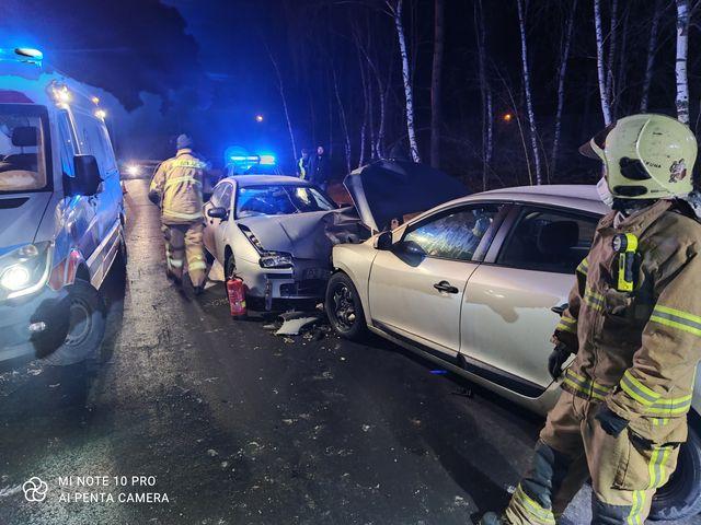 Wypadek dwóch samochodów osobowych fot. OSP Mosina