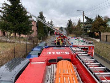 Pożar sadzy w kominie w Górnym Puszczykowie - akcja straży pożarnej