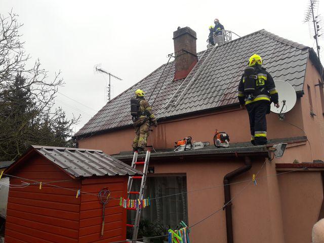 Pożar sadzy w kominie w Górnym Puszczykowie - akcja straży pożarnej fot. OSP Mosina