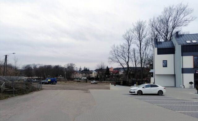 Dziki parking przy budynku Mosinova