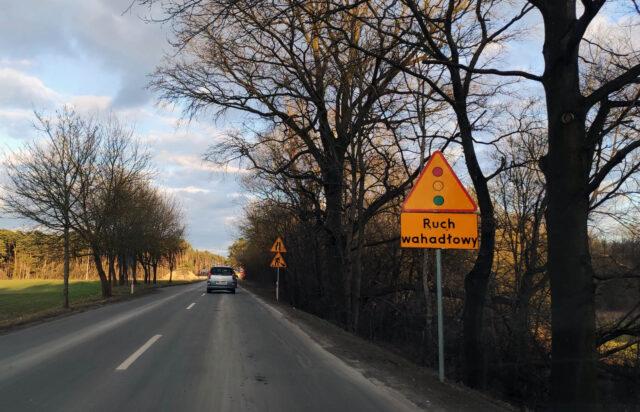 Ruch wahadłowy - znak ostrzegawczy