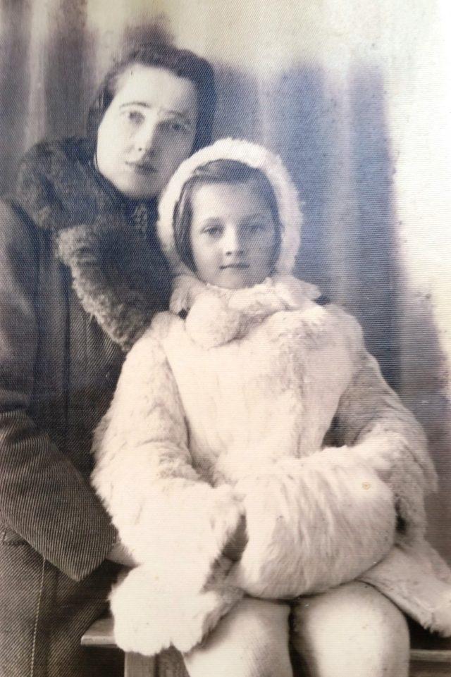 Rok 1942 Wiktoria Myszkier z najstarszą córką