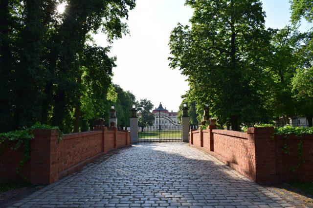 Pałac w Rogalinie - brama