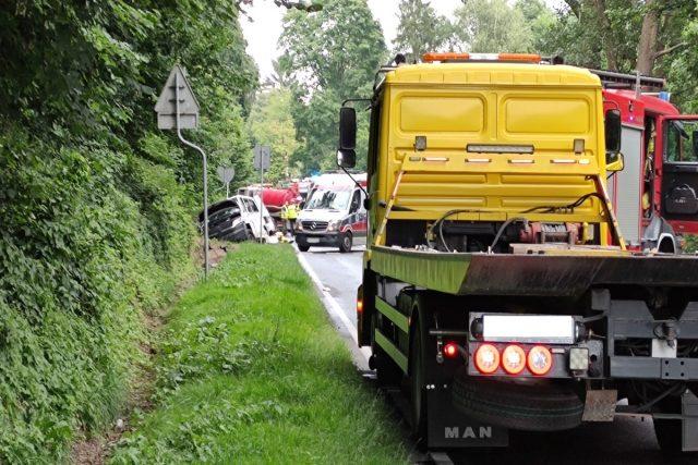 Wypadek busa z szmbiarką na trasie Mosina - Luboń