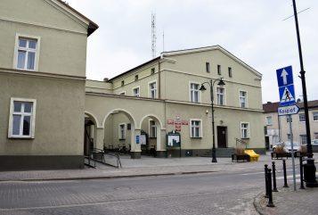 Urząd Miejski w Mosinie - widok od strony kościoła