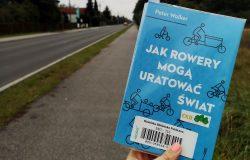 Jak rowery mogą uratować świat (książka) - ulica Leszczyńska w Mosinie